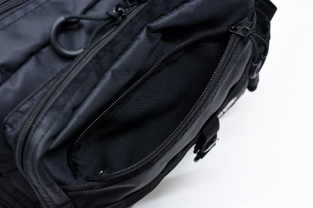 Abu Garcia(アブ・ガルシア)ワンショルダーバッグ2 前面ポケットの外側にあるポケット