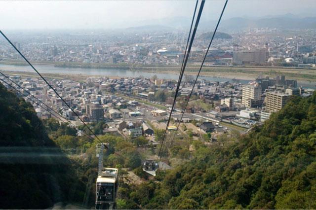 「ぎふ金華山ロープウェー」ゴンドラから見た岐阜市の景色