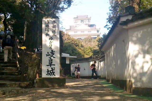 「ぎふ金華山ロープウェー」 岐阜城「二の丸」から見た天守閣