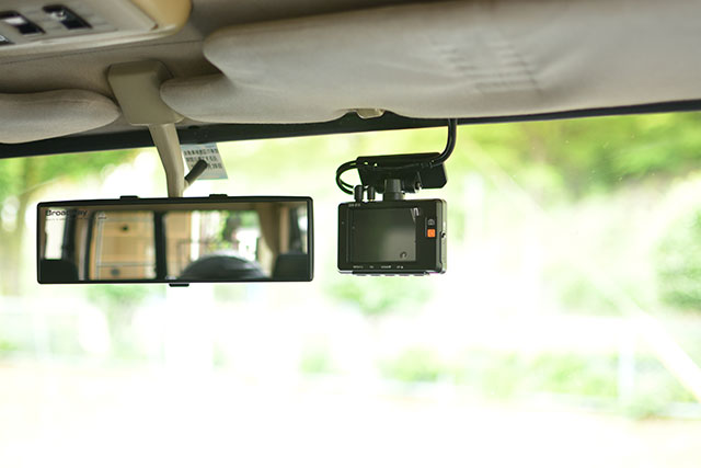 COMTEC「ZDR-015」フロントカメラの取り付け位置
