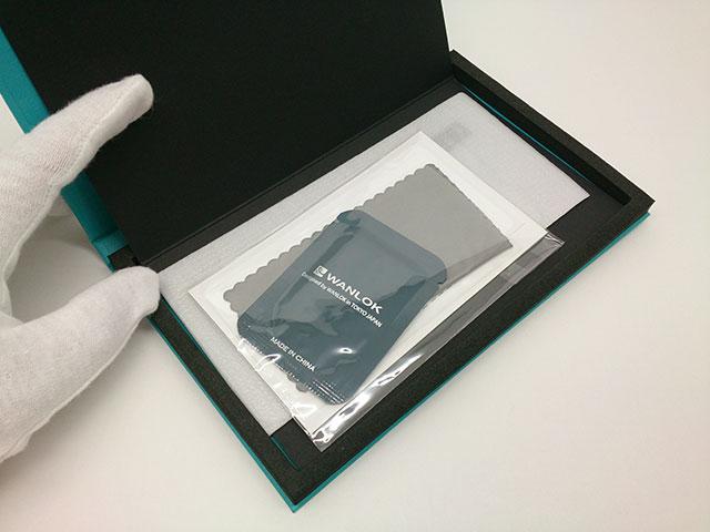 WANLOK 液晶保護ガラスフィルム_パッケージ内部の様子