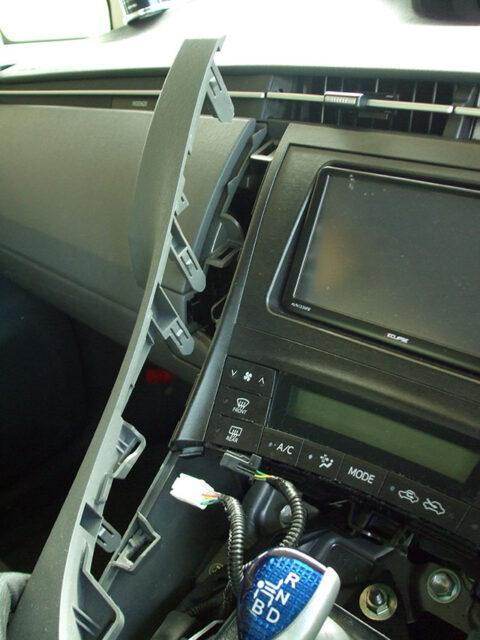 ZVW30プリウス センターパネルのツメ