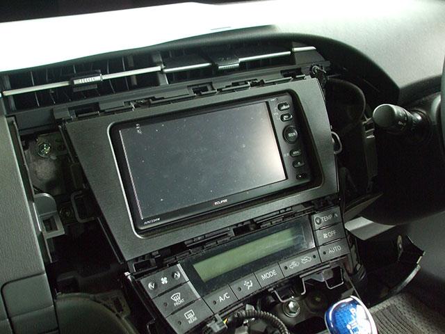 ZVW30プリウス オーディオパネル(内側)とオーディオユニット