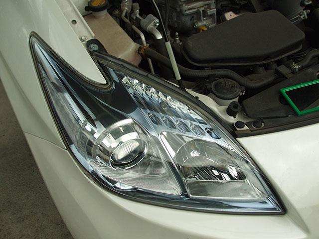 ZVW30プリウスのヘッドライト