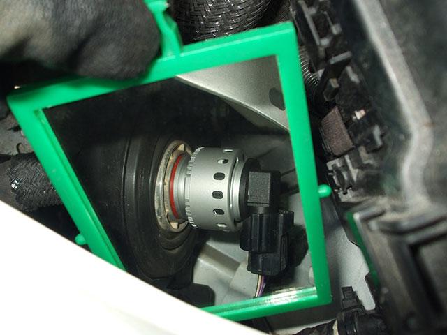 LEDヘッドライトバルブ(H11)を車体に取り付けた状態