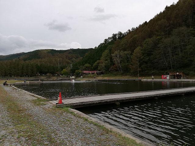 平谷湖フィッシングスポット エキスパートエリア(川側)から見たトーナメントエリア。