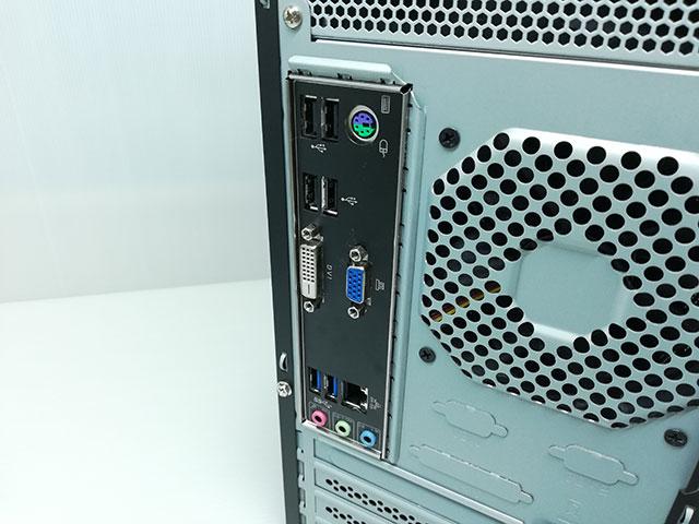 マウスコンピューター製 LM-AR352E-SSDの背面I/Oパネルの様子