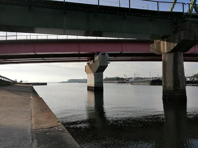 十ヶ川にかかる橋の下の様子